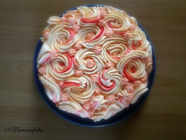 torta con rose in panna montata, Torta di rose, Cake Roses, Rose Swirl Cake