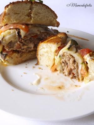 Hamburger di carne Sorana con formaggio Asiago dop, zucchine grigliate, maionese fatta in casa e polpette di zucchine per MTC 49: LA RICETTA DELLA SFIDA DI GIUGNO E' AMERICAN BURGER