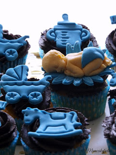 Ricetta dei cupcake per festeggiare un bambino che sta per nascere, Cupcakes per nascituro, bambino in arrivo, Showers, Shower Ideas, Baby Shower Cupcakes, Cupcakes Ideas, Baby Boys Cupcakes, Boys Shower, Baby Boy Cupcakes, Boys Baby, Baby Shower