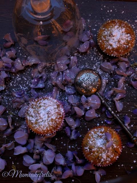 Cupcake with Wisteria flowers recipes ricetta vegana cupcake con glicine