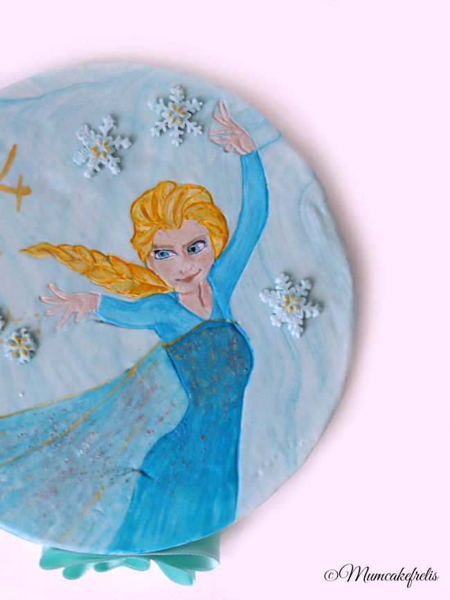 How to make a Fondant Disney Elsa Frozen Cake Topper, Elsa cake topper painting, Elsa frozen fondant cake topper