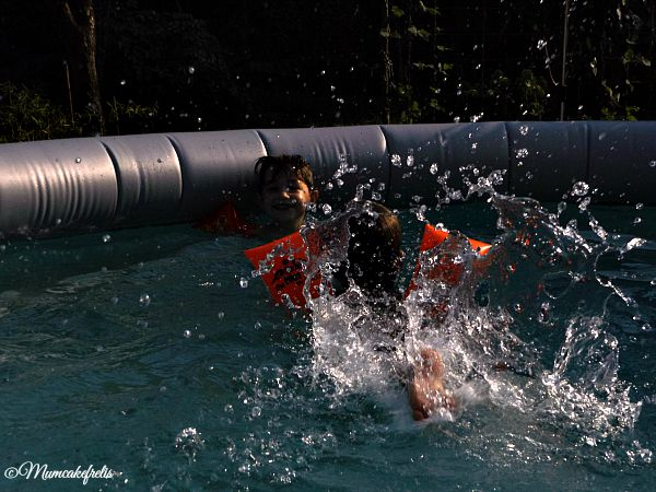 photoshoot di un compleanno in piscina di Mumcakefrelis