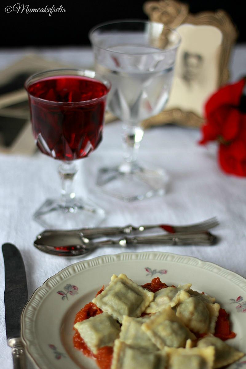 Ravioli e vino Montecarlo