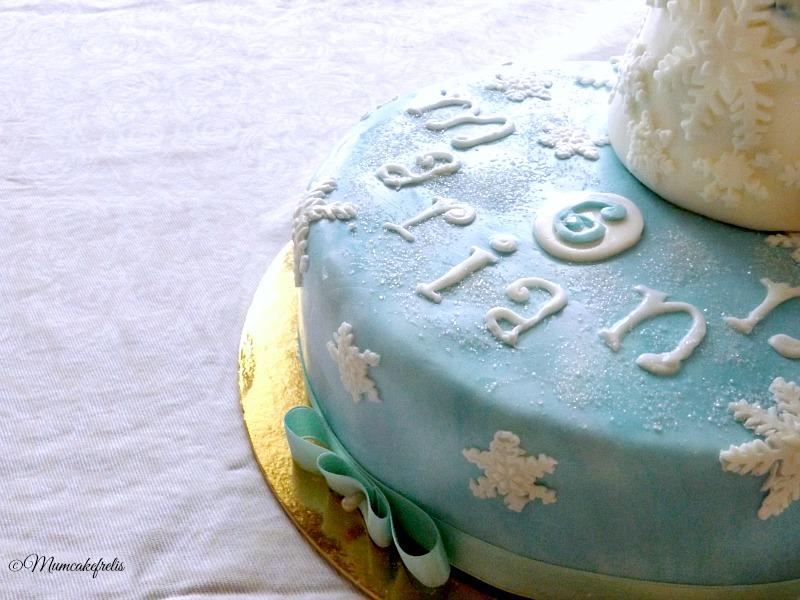 Torta con Elsa in pasta di zucchero