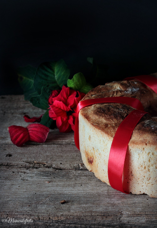 ciambella di pane decorata