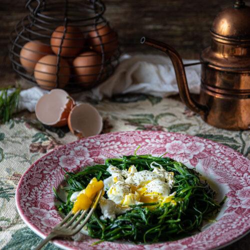 Agretti con uovo in camicia