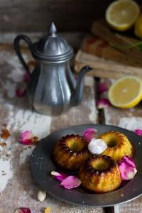 ciambelline alle rose con pistacchi e acqua di rose