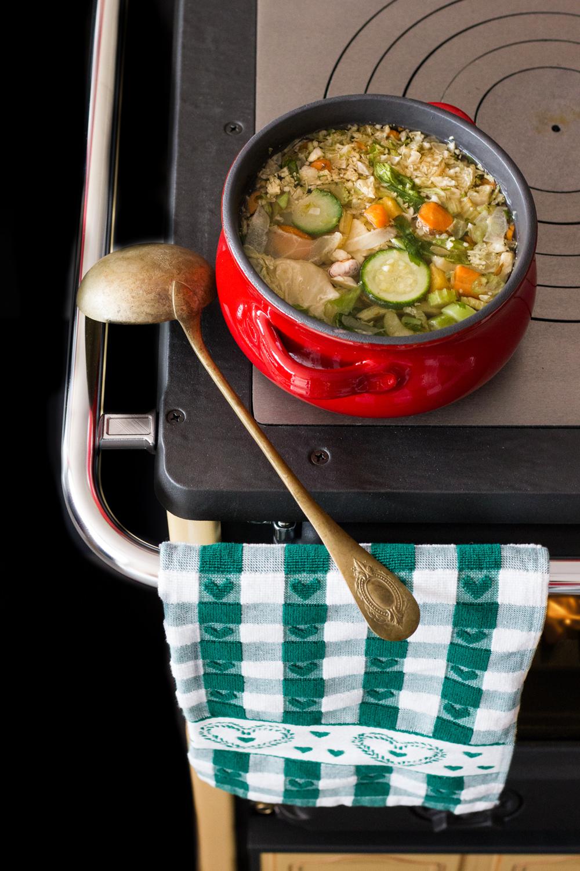 minestrone su cucina a legna