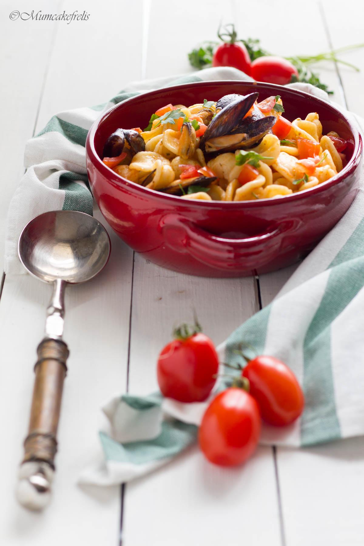 pasta con cozze surgelate e pomodorini