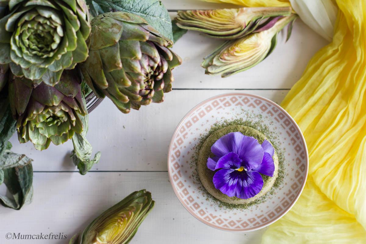 flan di carciofi con fiori edibili
