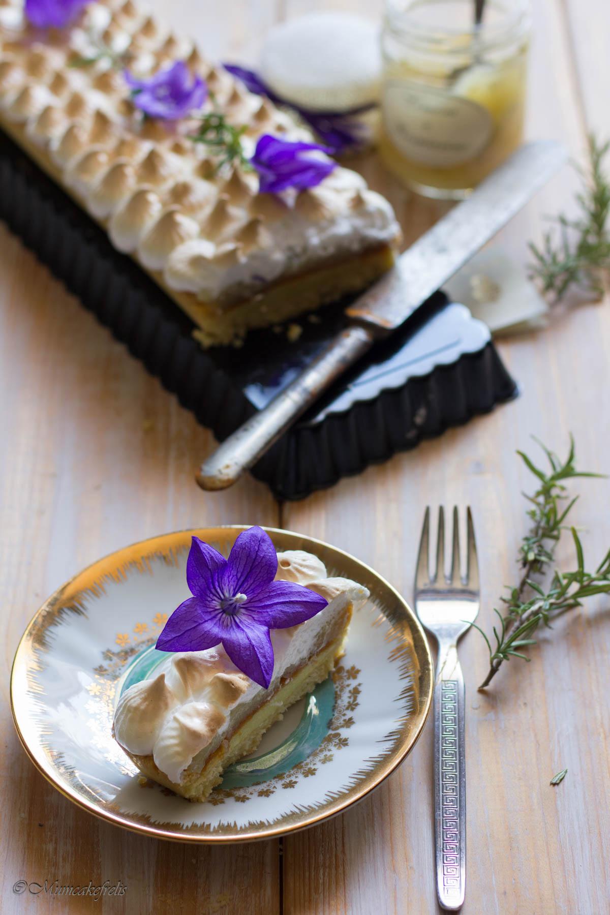Crostata con meringa italiana e confettura