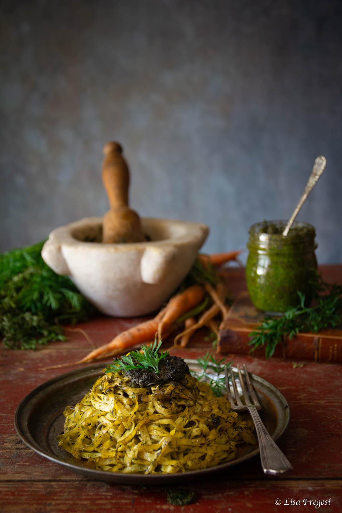 pasta al pesto di ciuffi di carote