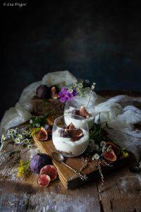 la ricetta della mousse di yogurt con granola e fichi