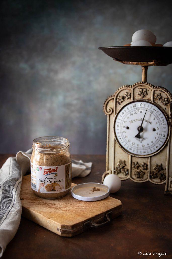 Crema chiara al tartufo in vasetto di vetro