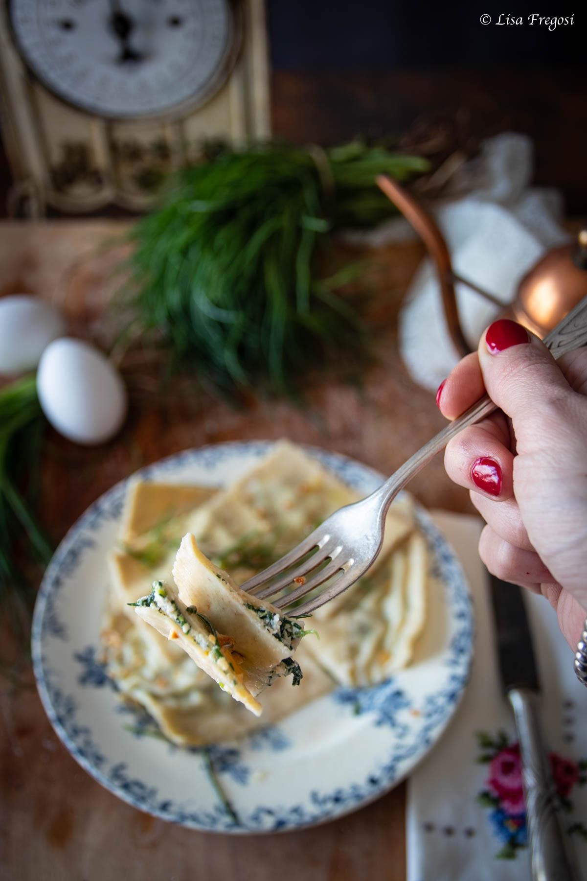 la ricetta dei ravioli ripieni di agretti e ricotta