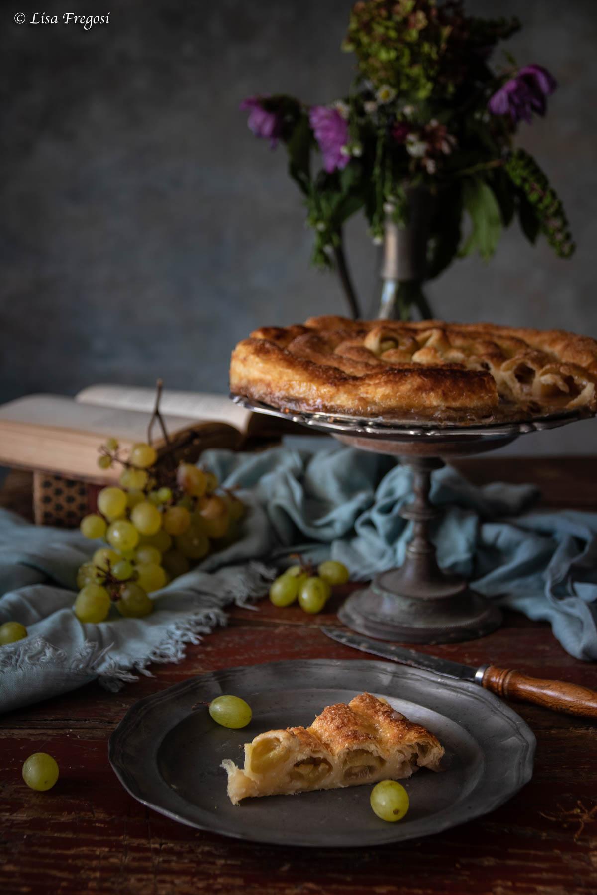 torta veloce di pasta sfoglia con uva e confettura