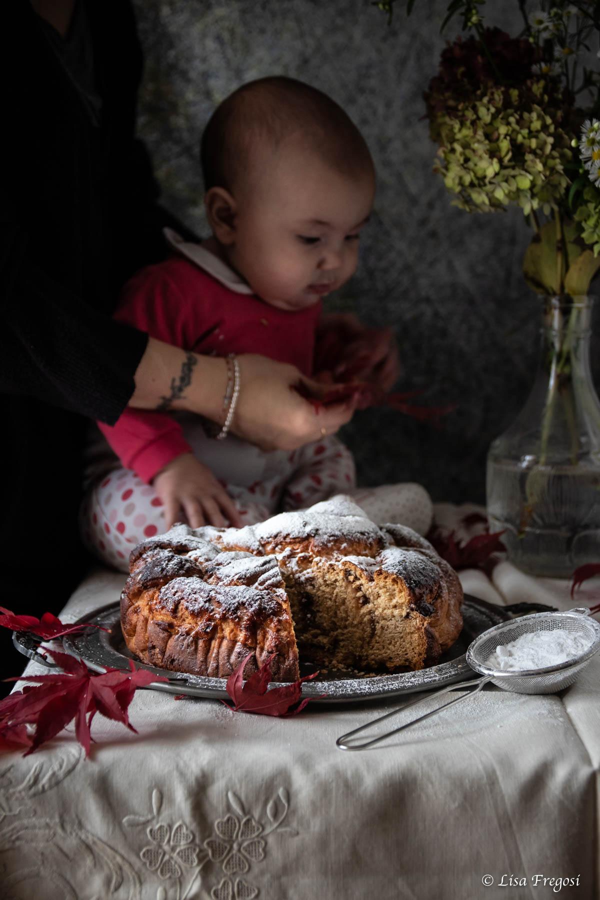 treccia lievitata con marmelllata di fichi