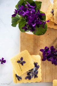 biscotti con violette foto