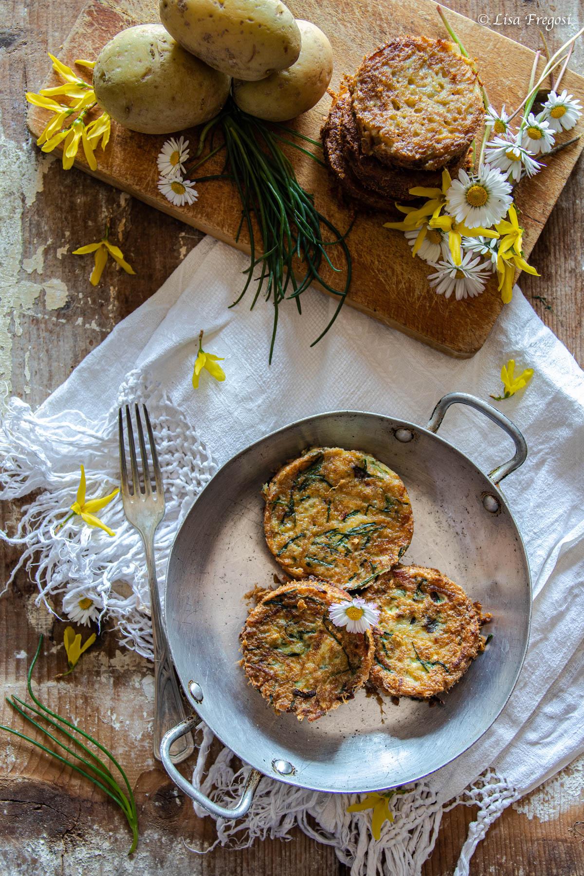 la ricetta dei rosti di patate in variante co n prosciutto e agretti