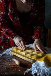 preparazione dei ravioli con carletti