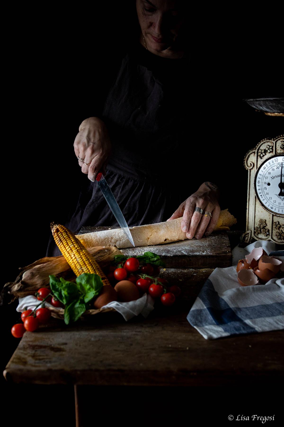 tagliatelle di mais fatte in casa con passata di pomodoro sterilizzata nella bottiglia di TApì group con tappo mekano