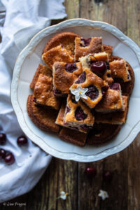 Torta soffice con ciliegie e grano saraceno, ricetta facile e senza glutine